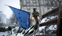 An anti-government protester raises a European flag at the Maidan in Kyiv on 9 December 2013. Photo: Getty Images.