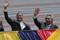 El presidente de Ecuador, Rafael Correa, a la izquierda, y el candidato presidencial Lenín Moreno, saludaron a sus seguidores desde el balcón del palacio presidencial de Carondolet. Guillermo Lasso, candidato opositor por CREO-SUMA, ha denunciado un fraude electoral. Credit Dolores Ochoa/Associated Press