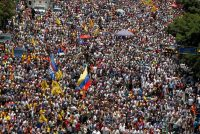Simpatizantes de la oposición participaron en una protesta en Caracas, el 8 de abril de 2017 Credit Christian Veron/Reuters