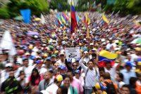Manifestantes que participaron en una protesta contra el presidente Nicolás Maduro, el 1 de mayo Credit Ronaldo Schemidt / Agence France-Presse -- Getty Images