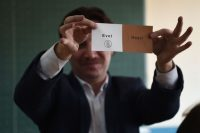 """A Turkish electoral official shows a """"Yes"""" vote as ballots are counted in the referendum on expanding the powers of the president on April 16, 2017 in Istanbul. (Ozan Kose/Agence-France Presse via Getty Images)"""
