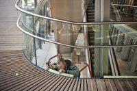 Ouvrier travaillant sur une passerelle d'accès aux quais en gare de Belfort-Montbéliard TGV qui a obtenu le label Haute Qualité environnementale (HQE), à Meroux en 2011. Photo Pascal Bastien pour Libération