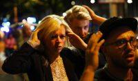 Ciudadanos se alejan de la zona del ataque terrorista en Londres. NEIL HALL REUTERS