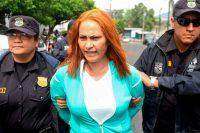 Maritza (también conocida como Marixa) Lemus es escoltada por policías tras su arresto el 25 de mayo de 2017 en San Salvador; Lemus es acusada por dirigir una supuesta red criminal dedicada al secuestro y el asesinato. Credit Oscar Rivera/Agence France-Presse -- Getty Images