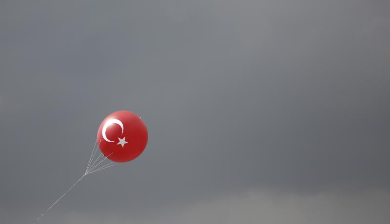 A balloon floats away from a 'Yes' rally for constitutional change on 8 April in Istanbul. Photo: Getty Images.