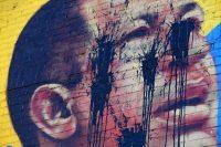 La imagen del presidente venezolano Hugo Chávez fue desfigurada en el condado del Bronx en Nueva York, el 9 de mayo. Credit Seth Wenig/Associated Press