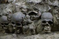 Detalle de la torre de cráneos descubierta por arqueólogos en Ciudad de México. EFE