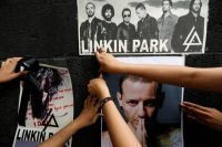 People adding posters to a memorial for Chester Bennington. His band, Linkin Park, has set up a suicide-prevention web page in his memory. Credit Edgard Garrido/Reuters