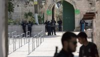 Israeli forces take at the gates of Al Aqsa Mosque. Photo: Getty Images.