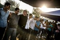 Un grupo de hombres supuestamente vinculados a la pandilla MS-13 son presentados a los medios en San Salvador luego de ser detenidos en la Operación Jaque, el 28 de julio de 2016. Credit Fred Ramos/El Faro para The New York Times