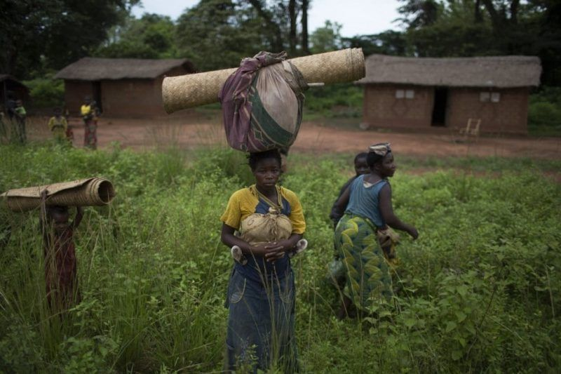 Women and children prepare to flee with their belongings near the Central African Republic town of Grimari on May 7, 2014. (Siegfried Modola/Reuters)
