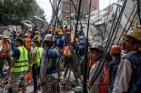 Rescue workers and volunteers at the site of a collapsed building in Mexico City.Adriana Zehbrauskas for The New York Times