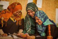 Crédit pour la photographie d'entête: Farras Oran pour SEP. De gauche à droite: Hiba, Asma et Fatima.
