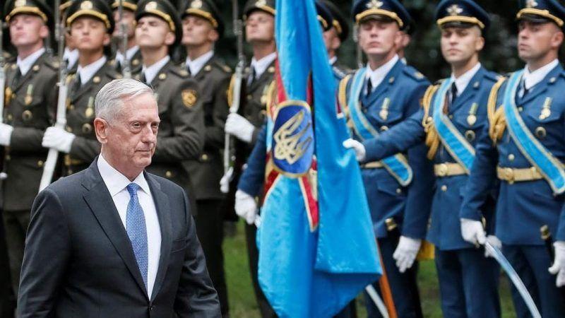 U.S. Secretary of Defense James Mattis walks past honour guards during a welcoming ceremony in Kyiv, Ukraine, on 24 August 2017. REUTERS/Gleb Garanich