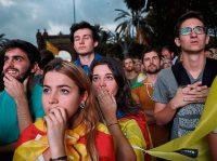 Personas congregadas el pasado martes en el paseo Lluís Companys de Barcelona (AFP).