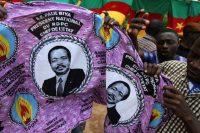 Imprimé sur des coupons de tissu, « Son Excellence Paul Biya, Président national, du PDPC, Chef de l'Etat » camerounais depuis 1982. Crédits : Akintunde Akinleye/REUTERS.
