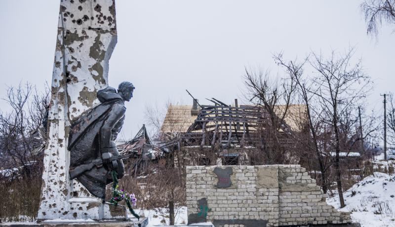 Soviet statue destroyed by artillery in Nikishyne, Ukraine. Photo: Getty Images.