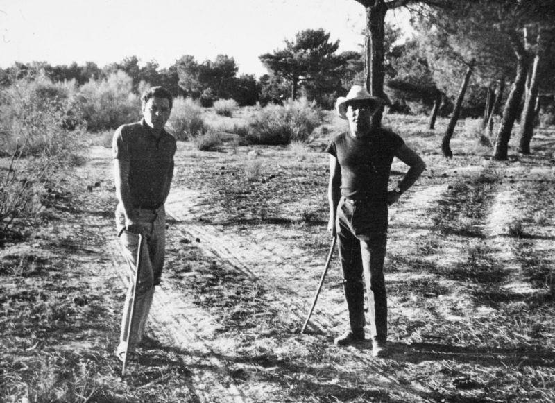 Juan Marsé y Jaime Gil de Biedma en Nava de la Asunción (Segovia). Verano de 1964.