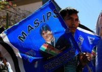 Un seguidor del presidente de Bolivia, Evo Morales, asiste a un mitin en Cochabamba, Bolivia, para apoyar la reelección indefinida del mandatario, el 26 de octubre de 2017. Credit David Mercado/Reuters