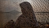 A Kashmiri Muslim girl at Dal Lake in Srinagar, Kashmir. Photo: Getty Images.