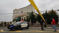 A New Jersey police officer stands guard in front of the Omar Mosque in Paterson, U.S., on 1 November 2017. Eduardo Munoz Alvarez/AFP