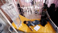 Yemeni children suspected of being infected with cholera receive treatment at a hospital in Sanaa. Photo: Getty Images.