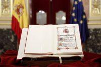Detalle de un ejemplar de la Constitución expuesto durante el acto de constitución del Consejo Asesor para la conmemoración del 40 Aniversario de la Constitución, en el Congreso. Chema Moya (EFE)