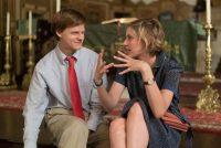 """Greta Gerwig, la directora de """"Lady Bird,"""" habla con uno de los protagonistas de la película, Lucas Hedges. Credit Merie Wallace/A24"""