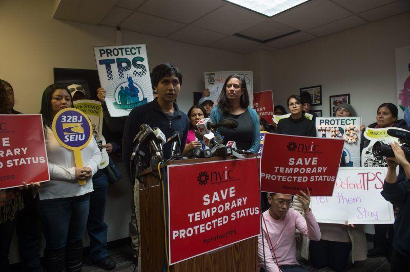 El autor, hijo de padres salvadoreños, habló en una conferencia de prensa el lunes 8 de enero. Credit Bryan R. Smith/Agence France-Presse — Getty Images
