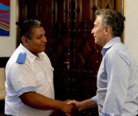 El 1 de febrero, el presidente de Argentina recibió en la Casa Rosada al policía Luis Chocobar. Credit Presidencia de Argentina vía Associated Press