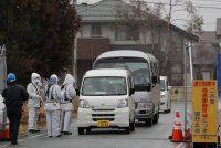 Des véhicules sont inspectés au checkpoint d'Okuma, près du site du TEPCO. KIMIMASA MAYAMA