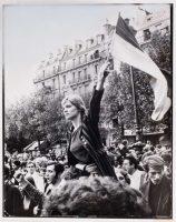 La « Marianne de Mai 68 ». Photographie prise pendant la manifestation du 13 mai 1968, à Paris. JEAN-PIERRE REY/GETTY IMAGES