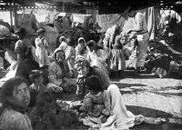 Refugiados armenios en la cubierta de un buque francés, huidos del genocidio. UIG/Getty Images