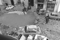 El atentado contra Carrero Blanco provocó un inmenso socavón en la calle Claudio Coello de Madrid. EFE