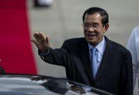 Le Premier ministre du Cambodge, Hun Sen, à l'aéroport de Manille le 11 novembre. Photo Noel Celis. AFP