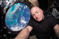 Scott Kelly, autor del artículo, dentro de la Estación Espacial Internacional en 2015 Credit NASA, vía Getty Images