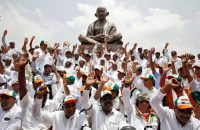 Lawmakers from India's main opposition Congress party and the Janata Dal (Secular) protested against Karnataka governor Valubhai Vala and Prime Minister Narendra Modi, in Bangalore, India, this month.CreditAbhishek N.Chinnappa/Reuters