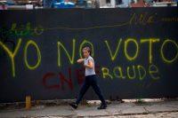 Para las elecciones presidenciales de Venezuela, el domingo 20 de mayo, se espera un gran porcentaje de abstencionismo. Un grafiti en Caracas, el 20 de abril, pide no votar. Credit Fernando Llano/Associated Press