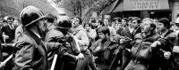 Confrontation entre manifestants et policier. Paris, 2 mai 1968. © JACQUES MARIE