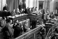 HARAKIRI POLÍTICO. Adolfo Suárez logró sacar adelante el Proyecto de ley para la Reforma Política en noviembre de 1976, en una sesión parlamentaria en la que el franquismo quedó supultado para siempre. EFE
