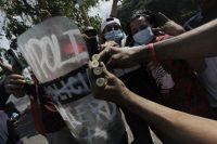 Les étudiants montrent des douilles de balle lors de la manifestation contre les réformes du gouvernement à l'Institut de sécurité sociale (INSS) à Managua le 21 avril 2018. Photo Inti Ocon / AFP