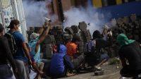 Manifestantes disparan morteros caseros, el pasado 9 de junio, durante los enfrentamientos entre manifestantes y policias en Masaya (Nicaragua). Bienvenido Velasco Blanco (EFE)
