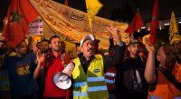 Empleados de Danone protestan en las calles de Rabat. E FADEL SENNA AFP