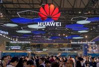 Crowds near China's Huawei Technologies stand at the Mobile World Conference in Shanghai on Wednesday.CreditAgence France-Presse — Getty Images