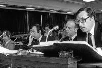 Sesión de trabajo. Cuatro de los siete padres de la Carta Magna —Gabriel Cisneros, Miquel Roca, Manuel Fraga y Jordi Solé Tura— en plena Constitucional del Congreso.