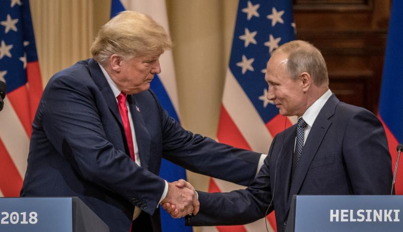 Donald Trump and Vladimir Putin shake hands during their joint press conference on 16 July. Photo: Getty Images.