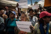 Un grupo de pacientes tomaron una plaza en Caracas para protestar por la escasez de medicinas en Venezuela el 8 de febrero de 2018. Credit Meridith Kohut para The New York Times