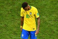 El brasileño Neymar, uno de los mejores futbolistas del mundo, se marcha del campo de juego después de la eliminación del Mundial de la Verdeamarela. Credit Saeed Khan/Agence France-Presse — Getty Image