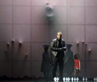 """Una escena de """"Another Brick in the Wall"""", una adaptación del álbum de Pink Floyd """"The Wall"""", interpretada por la Ópera de Montreal Credit Yves Renaud"""