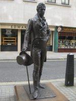Estatua de Beau Brummell en Londres.
